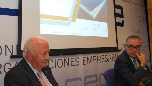 Ricardo Melchior y el presidente de a CEOE de Tenerife, José Carlos Francisco, en un acto en 2016