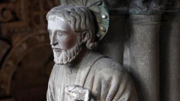 Escultura del Apóstol Santiago en el Pórtico de la Gloria de la Catedral de Compostela