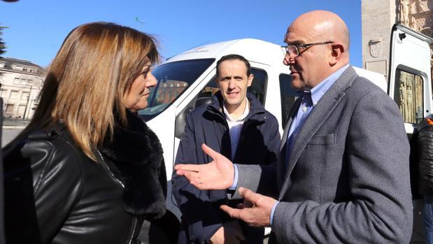Teresa López y Jesús Julio Carnero, durante un encuentro en Valladolid