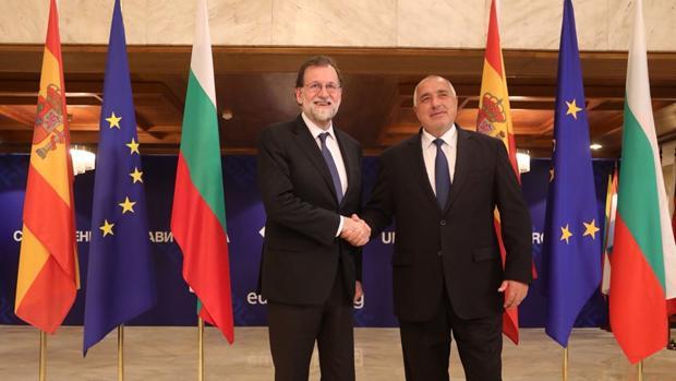 El presidente del Gobierno, Mariano Rajoy, con el primer ministro de Bulgaria, Boiko Borísov