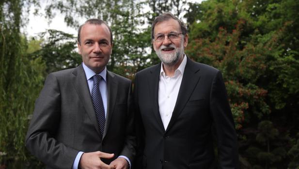Rajoy, con Manfred Weber, en Sofía