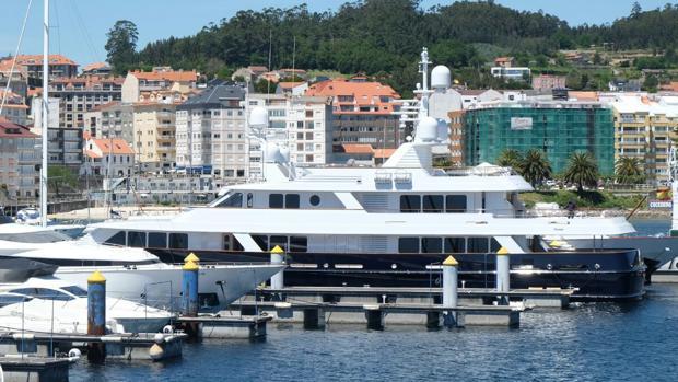 La embarcación, este miércoles atracada en su amarre de la Marina Juan Carlos I, en Sanxenxo (Pontevedra)