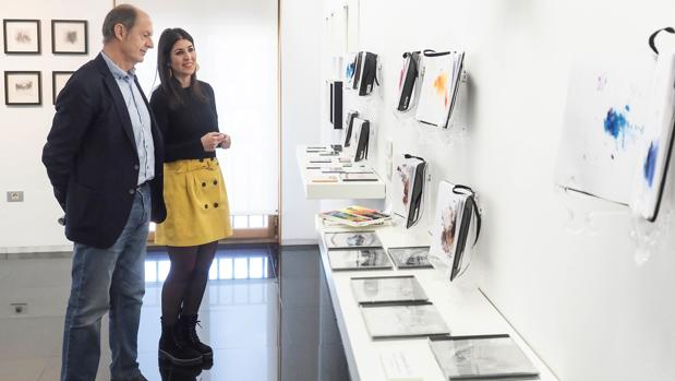 La artista Laura Juárez junto al diputado Luis Minguela