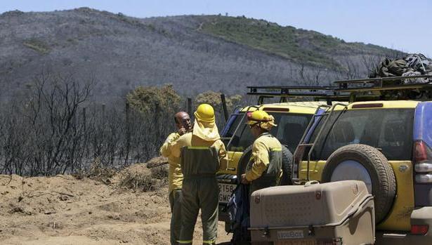 Trabajadores en la extinción de un incendio, en una imagen de archivo