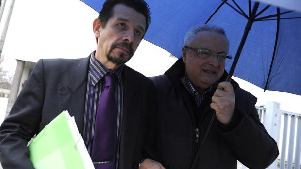 Andrés D. D., (izq.), el profesor acusado de abusar de 14 menores