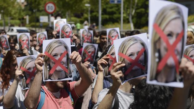 Protesta estudiantil contra Cristina Cifuentes en la Universidad Complutense