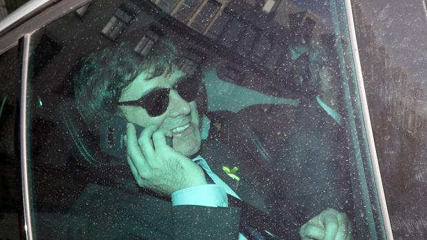 El expresidente catalán Carles Puigdemont llega en coche a un edificio en Berlín en abril