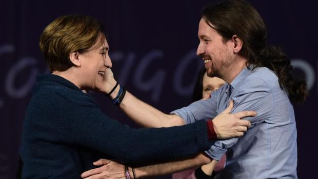 Colau e Iglesias, durante un mitin de Podemos