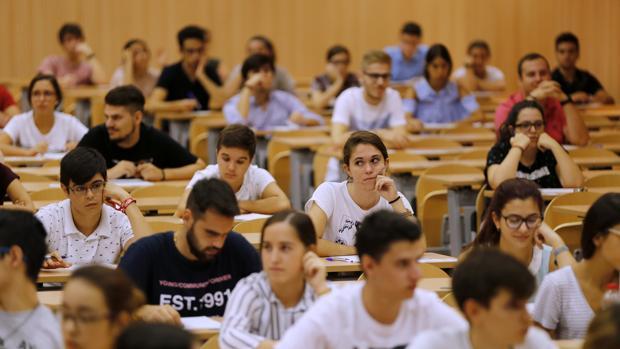 Estudiantes en la prueba de Selectividad en la Universidad de Córdoba