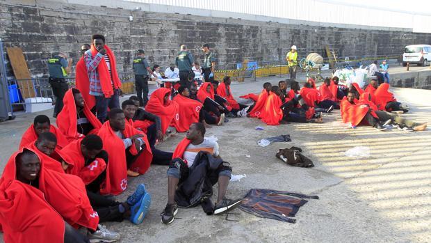 Personas salvadas esta mañana, trasladadas al puerto de Tarifa, en Cádiz