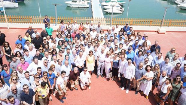 Imagen del encuentro en Gandía, con Isabel Bonig y Pablo Casado en el centro