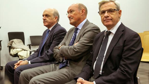 De izquierda a derecha, GArcía Montes, Alfaro y Marrero, condenados por el «caso CAI» y ahora absueltos