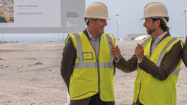 Fernando Clavijo y Carlos Alonso, presidente de Tenerife, estae mes de julio