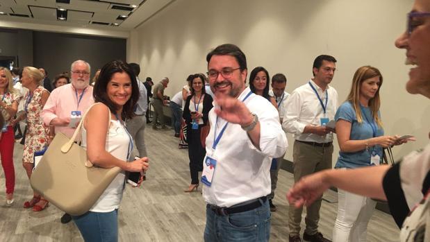 Asier Antona votando en el Congreso nacional del PP