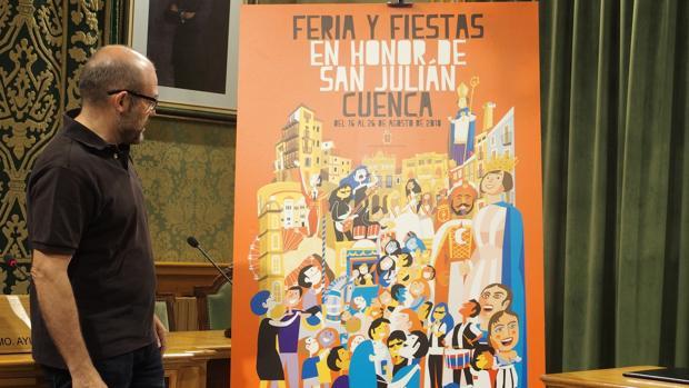 El concejal de Festejos de Cuenca, Pedro García Hidalgo presenta el cartel ganador