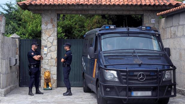 La Policía registra la mansión del narcotraficante Manuel Charlín en Pontevedra