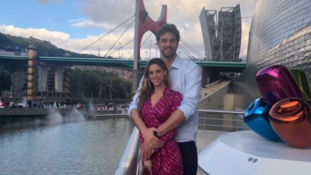 Pau Gasol, de ruta cultural por el Guggenheim de Bilbao en compañía de su novia