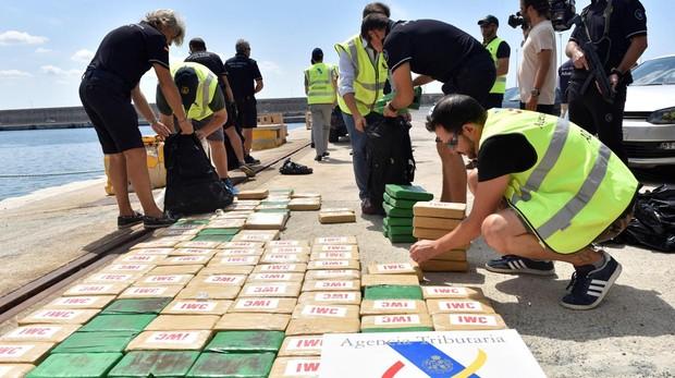 La Agencia Tributaria intercepta un barco con 300 kilos de cocaína en aguas de Baleares