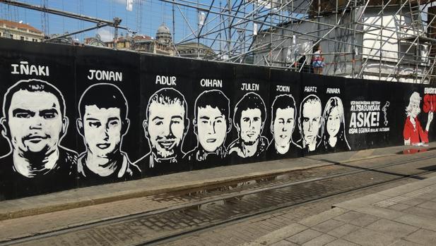 Aparece un mural en apoyo a los condenados de Alsasua en la Semana Grande de Bilbao