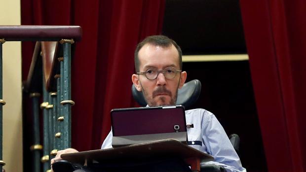 El secretario de Organización de Podemos, Pablo Echenique, en el debate de la moción de censura contra Rajoy