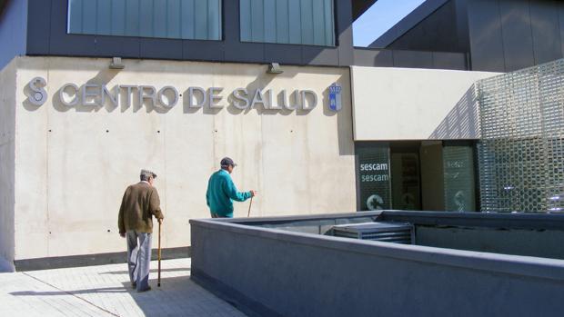 Centro de salud de El Casar, donde la víctima ha llegado herida