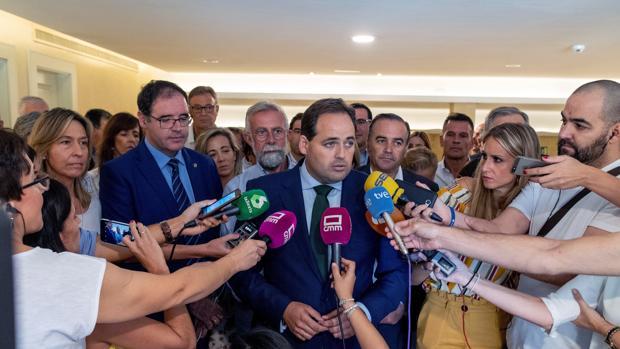 Paco Núñez, con los presidentes provinciales del PP, en el hotel Beatriz tras la celebración de la Junta Directiva regional del PP