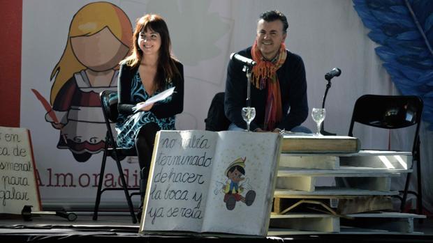 La directora del festival Maribel Medina, junto al escritor Ramón Gener