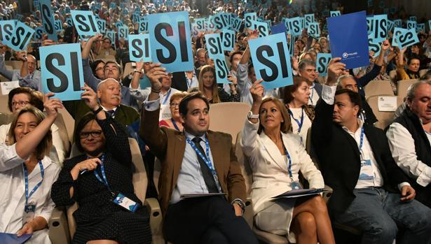 Momento de la votación en el congreso del PP de este domingo