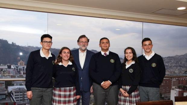 Mariano Rajoy, con los estudiantes del SEK Ecuador
