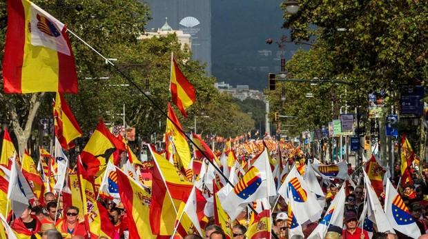 Decenas de miles de personas recorrieron ayer Barcelona, para celebrar el Día de la Fiesta Nacional