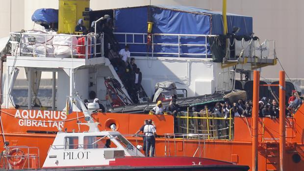El barco Aquarius a su llegada al puerto de Valencia con los inmigrantes rescatados, en junio