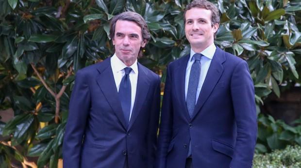 El expresidente del Gobierno, José María Aznar, y el líder del PP, Pablo Casado, en la presentación del último libro de Aznar