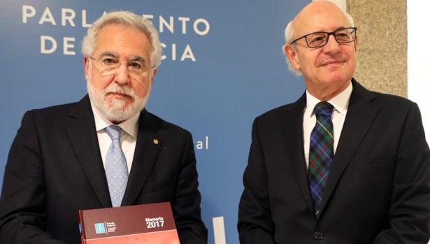 El presidente del Parlamento, Miguel Santalices, y el fiscal general Fernando Suanzes
