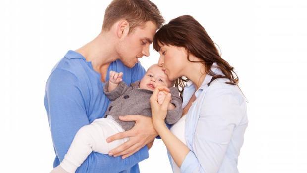 Las familias madrileñas contarán con una deducción de 600 euros durante tres años por cada nacido en 2018