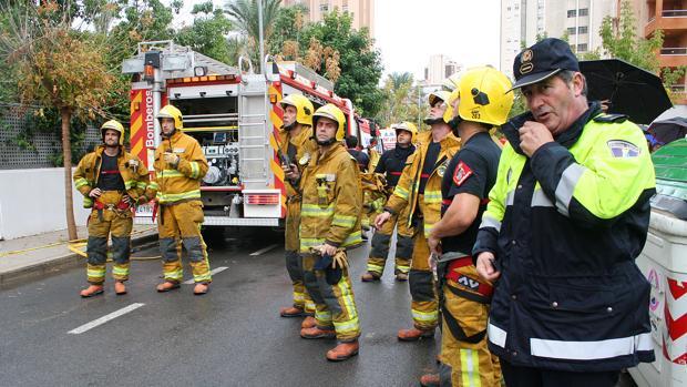 Imagen de archivo de efectivos de los bomberos y la Policía Local de Benidorm