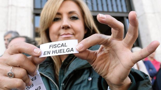 Una fiscal de la Audiencia Provincial de Valladolid, durante la jornada de huelga, el 19 de noviembre