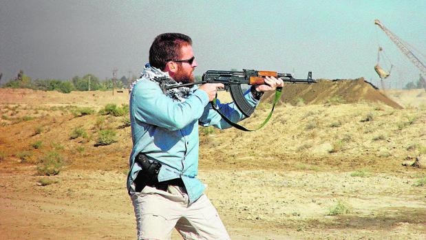 El comandante Baró en un ejercicio de tiro días antes de morir en la emboscada de Latifiya