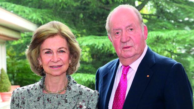 Don Juan Carlos y Doña Sofía vuelven a aparecer juntos en la felicitación de Navidad