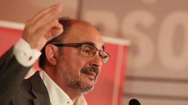 Lambán exige al Gobierno que intervenga contra el independentismo porque amenaza «la paz»