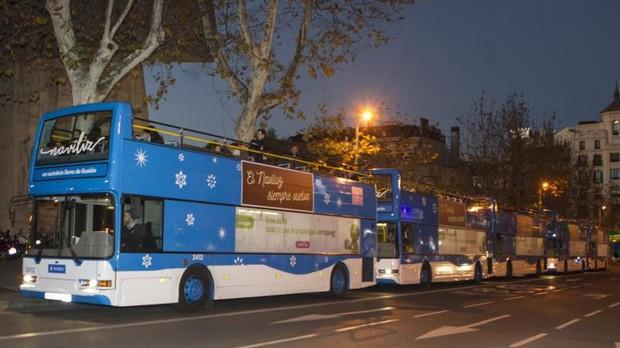 Los autobuses de Naviluz, ayer, en la calle Serrano, punto de recogida