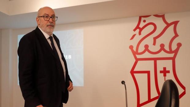 El conseller Manuel Alcaraz, este viernes en la rueda de prensa del Consell