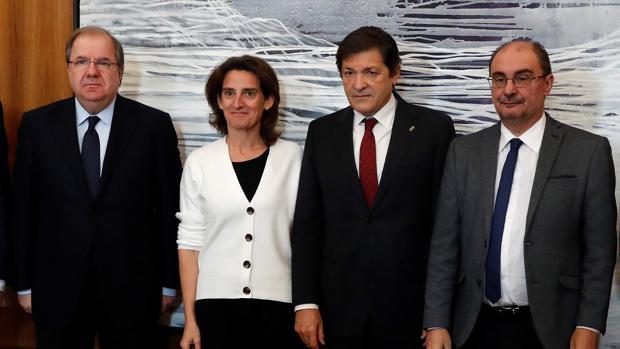 Juan Vicente Herrera, Teresa Ribera, Javier Fernández y Francisco Javier Lambán, tras la reunión mantenida este miércoles