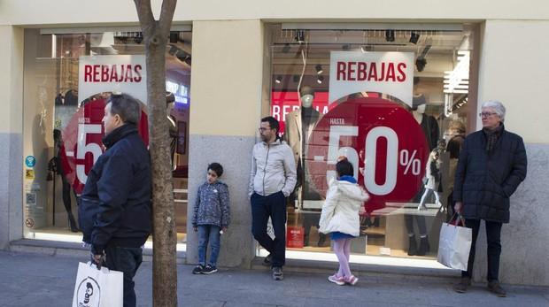 Comercios de Centro muestran ya sus rebajas, una semana antes de que empiece el periodo oficial