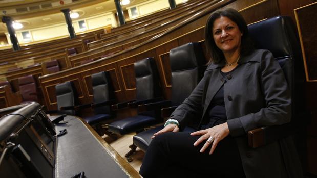La exministra socialista María Antonia Trujillo, sentada en el que fue su escaño