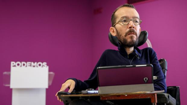 El secretario de Organización de Podemos, Pablo Echenique, durante una entrevista de Ep