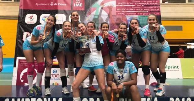 Las jugadoras del Socuéllamos celebran la Copa ganada en Palma de Mallorca