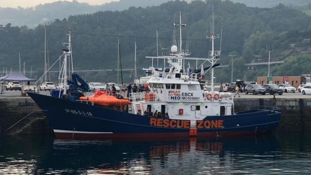 El barco Aita Mari, en el puerto de Pasajes