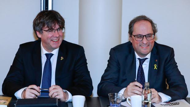 El Constitucional estudiará la suspensión de cargo público de Puigdemont