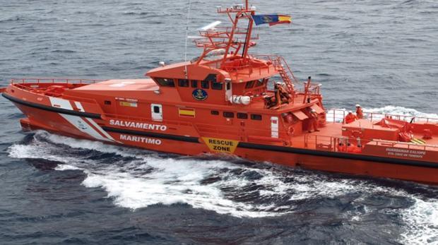 Barco de Salvamento Marítimo navegando por el Mediterráneo