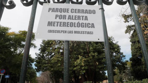 Aviso de cierre de parques por el viento fuerte en Valencia este miércoles